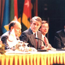 François Mitterrand, Brian Mulroney and Robert Bourassa, at a press conference during the summit in Québec City.