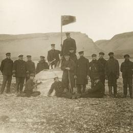 Explorers at a territory that will become Nunavut. Joseph-Elzéar Bernier is the second one from the left.